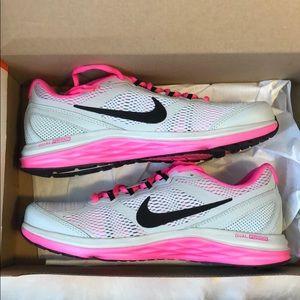 Women's Nike Dual Fusion Run 3 Sneakers size 7.5